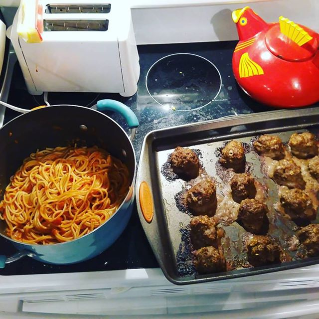 SpaghettiinPotMeatballsonPan